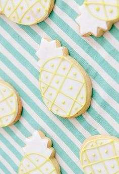 these pineapple sugar cookies are the cutest.