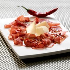 Coppa Carpaccio www.grischuna.ch Bella, Panna Cotta, Yummy Food, Diet, Ethnic Recipes, Gastronomia, Kitchens, Eating Raw, Hams