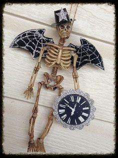 Halloween Diorama, Halloween Shadow Box, Halloween Skeleton Decorations, Halloween Arts And Crafts, Halloween Goodies, Halloween Ornaments, Halloween Skeletons, Halloween Projects, Halloween Party