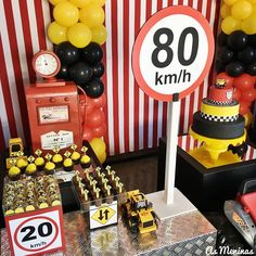 Uma perfeição esta Festa Carros!!Imagens As Meninas Eventos.Lindas ideias e muita inspiração.Bjs, Fabíola Teles.            Mais ideias lindas... 1st Birthday Boy Themes, Cars Birthday Parties, Bolo Motocross, Race Party, Ocean Party, Construction Party, Party Supplies, Party Themes, Hot Wheels Birthday