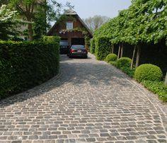 Mounting a Block or Paver Walkway – Outdoor Patio Decor Driveway Paving, Stone Driveway, Driveway Design, Paver Walkway, Front Yard Patio, Front Yard Landscaping, Interior Exterior, Dream Garden, Garden Inspiration