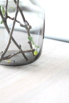muotoseikka\ Hiljaista kauneutta / Muuto Silent vase Vase, Simple, Green, Home Decor, Decoration Home, Room Decor, Jars, Vases, Interior Decorating