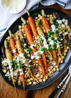Roasted Carrots with Farro, Chickpeas & Herbed Crème Fraîche - This roasted carrot recipe looks gourmet, but it's surprisingly easy to make! Thanksgiving Salad, Healthy Thanksgiving Recipes, Vegetarian Recipes, Healthy Recipes, Delicious Recipes, Vegetarian Thanksgiving Main Dish, Thanksgiving Celebration, Thanksgiving Sides, Vegan Meals