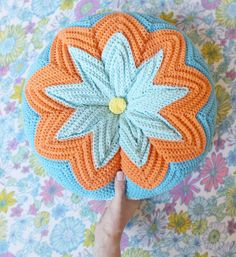 Razzamatazz crochet cushion - I'm not talented/patient enough to make one of these but it sure is pretty :) Love Crochet, Crochet Motif, Beautiful Crochet, Vintage Crochet, Crochet Yarn, Knitting Yarn, Crochet Patterns, Crochet Ideas, Crochet Cushions