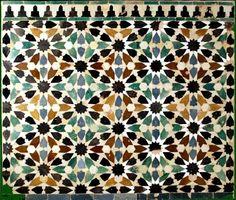 Tastir de la Dar al- Árusa, Alhambra.  cut tile wall decoration