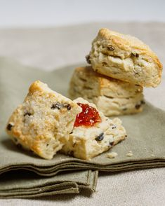 Scones Scone Recipes, Bread Recipes, Breakfast Recipes, Cooking Recipes, Victorian Tea Party, Raspberry Scones, Cream Puff Recipe, Food Basics, Breakfast Pastries