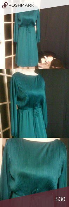 Selling this Retro style dress in my Poshmark closet! My username is: fashion_79. #shopmycloset #poshmark #fashion #shopping #style #forsale #Dresses & Skirts