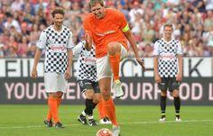 Niemiecki koszykarz zrobił skip w stylu Zazy i posłał piłkę obok bramki • Dirk Nowitzki parodiuje rzut karny Simone Zazy • Zobacz >> #nowitzki #funny #football #soccer #sports #pilkanozna