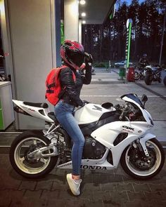 Top 10 Posts from Mototeka: 2017 Edition - - USA - Biker & girls - Motos Motorbike Girl, Motorcycle Outfit, Motorcycle Bike, Women Motorcycle, Monster Motorcycle, Biker Chick Outfit, Ducati Monster, Yzf R125, Auto Motor Sport
