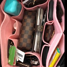 Traci Washington added a photo of their purchase What's In My Backpack, Backpack Purse, School Bag Organization, Handbag Organization, Look Fashion, Fashion Bags, My Bags, Purses And Bags, Inside My Bag