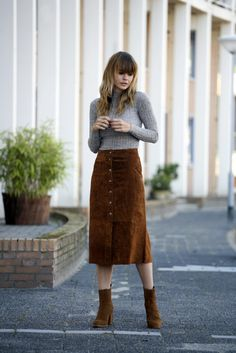 The midi suede skirt - Fashion Zen