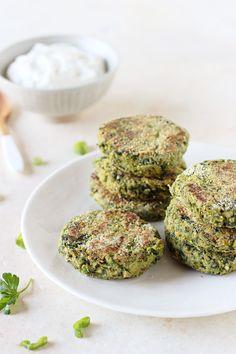 12 crave-worthy falafel recipes | ohmyveggies.com | Spinach Chickpea Falafel with Lemon Yogurt Sauce