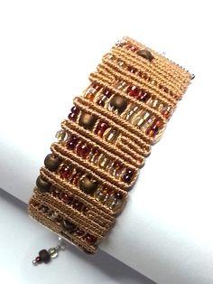 """Tutorial bracciale """"MAYA"""". """"MAYA"""" bracelet tutorial. http://www.handmadeinitaly.it/tutorial-bracciale-maya-con-il-macrame/"""