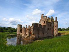 Caerlaverock Castle – Scotland's fascinating medieval fortress via @baldhiker