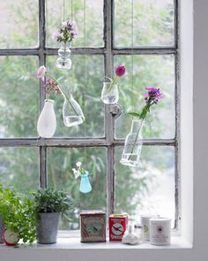 ➥ Unser Dekoideen für die Fensterbank und Fenster überraschen mit bunten Blumenarrangements, trendigen Stoffideen & klassischen Windlichtern.