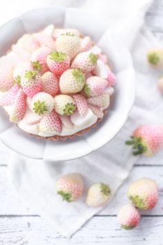 Tartelettes aux fraises blanches et crème de citron / White strawberry and lime cream tartlets