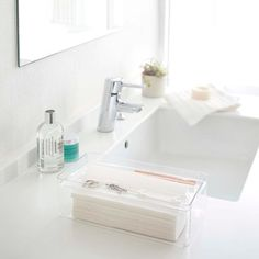 This transparent tissue case make your space clean and neat. The tray is slotted so that you can put some small stuffs. The tray gets lower as you use tissue. Luxe Tissue Case and Tray #yamazakihome #luxe #transparent #tissuecase #tissueholder #bathroom #papertowelholder #homedecor #interiordesign #neat