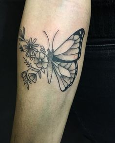 """50 Me gusta, 4 comentarios - Maria Emilia (@mariaemiliatattoist) en Instagram: """"🦋🦋De hoy #butterfly #butterflytattoo #tattoogirl #tattooed #dotwork #mariaemiliatattooist…"""""""