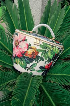 Bag - Dolce e Gabbana - For the Exotic Interlude look from the PARIS… Floral Fashion, Fashion Bags, Fashion Accessories, Womens Fashion, Fashion Vintage, Women Accessories, Clutch Purse, Coin Purse, 2 Clipart