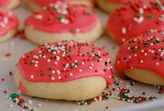 Image from http://wee-eats.com/wp-content/uploads/2011/12/soft-sugar-cookie1.jpg.