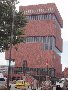 Dit is een foto van het MAS in Antwerpen