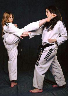 Taekwondo Female Martial Artists, Martial Arts Women, Mixed Martial Arts, Taekwondo Girl, Karate Girl, Jiu Jitsu, Kung Fu, Judo Karate, Fighting Poses