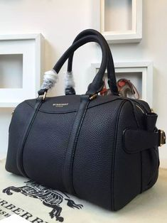 Burberry 39723611 The Bee In Grainy Black Leather 2015 Bowling Bags 1c8eb73e2fdf8