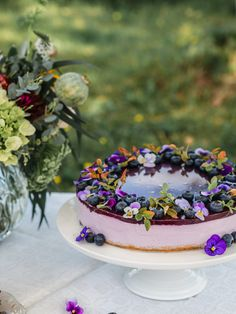 Samettinen Mustikkajuustokakku (G) | Annin Uunissa Most Delicious Recipe, Delicious Cake Recipes, Yummy Cakes, Beltane, Good Food, Yummy Food, Just Eat It, Cake Fillings, Easy Baking Recipes