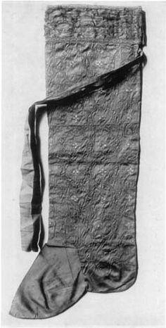 Hose of William II according to kufic inscription, 12 th century, Schatzkammer, Wien
