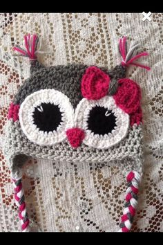 This listing is for an adult size owl hat. The colors are grey, light grey and magenta. There is a bow. If you want a different size just let me know.