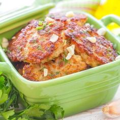 Western Turkey Cakes Makes 3 Servings – Serving Size: 1 cake Ingredients: 2 Egg Whites, 1 Yoke ¼ pound Ground Turkey – lean ¼ teaspoon Salt teaspoon Black Pepper 1 tablespoon Green Pe… Seafood Recipes, Soup Recipes, Chicken Recipes, No Cook Appetizers, Appetizer Recipes, Healthy Dishes, Food Dishes, Turkey Patties, Turkey Cake