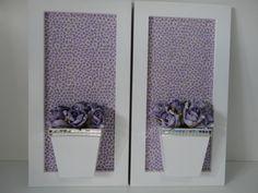 Quadro de flores artificiais em eva, com fundo em tecido 100% algodão. <br>Medida do quadro 32x17