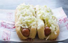 La recette secrète de salade de chou à hot dog (style La Belle Province). Coleslaw Salad, Coleslaw Dressing, Hot Dogs, Hot Dog Buns, Hot Dog Slaw Recipe, Canadian Dishes, Dog Food Recipes, Cooking Recipes, Meal Recipes