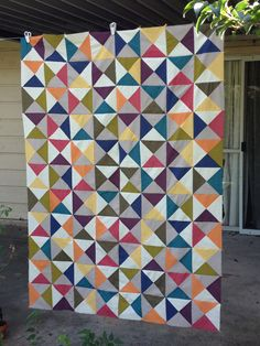 Broken Dishes Quilt: Piecing the Top Purl Bee, Bee Images, Barn Quilt Patterns, Half Square Triangle Quilts, Fabric Yarn, Quilted Table Runners, Triangle Pattern, Scrappy Quilts, Quilt Top