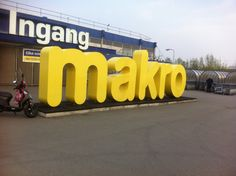 Mega grote stalen letters Signage, Company Logo, Van, Neon Signs, Logos, Ideas, Amsterdam, Logo, Billboard