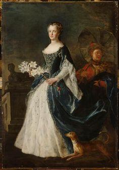 Alexis Simon Belle, Portrait of Marie Leszczyńska, c. 1730, Oil on canvas, 206 x 137 cm (Versailles); detail images on RMN