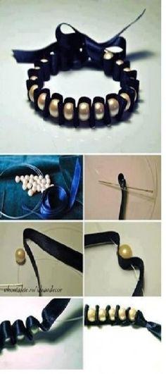 Armbandjes van lint en kraaltjes