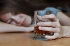 """De acuerdo con esta investigación, tras tomar alcohol durante diez días, las ratas se mostraron más adictas a la cocaína, a pesar de recibir corrientes eléctricas cuando la consumían. """"La manera en que el estudio fue diseñado se inspiró en observaciones en humanos"""", explicó en una entrevista a Efe Edmund Griffin Jr., director de la investigación. Como señaló Griffin, otros estudios -por ejemplo algunos realizados por Denise Kandell, epidemióloga de la Universidad de Columbia y coautora del…"""