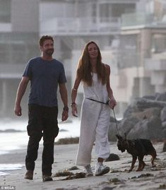 Lovebirds Gerard Butler and Morgan Brown were spotted taking a romantic stroll on Sunday, along the beach in Malibu. The 300 star and his on-off girlfriend of four years looked blissfully happy. Gerard Butler 300, London Has Fallen, Law Abiding Citizen, Poster Boys, Lara Croft Tomb, James Mcavoy, Liam Hemsworth, Chris Pine