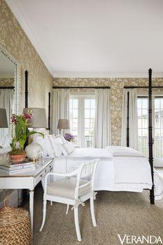 Designer Alessandra Branca Village Suites in Florida Tour Windsor Club bedroom four poster bed Home Design, Interior Design, Luxury Interior, Luxury Furniture, Interior Decorating, Beach Cottage Decor, Suites, Guest Bedrooms, Master Bedroom