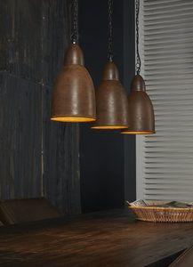 3-lichts hanglamp compleet op ambachtelijke wijze geproduceerd. Daardoor is elke lamp in deze serie is uniek. €65,- @Dehewi Home.nl