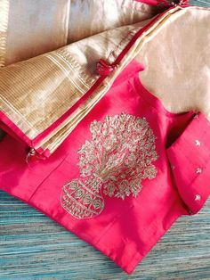 Saree Blouse Models, Pattu Saree Blouse Designs, Lehenga Designs, Saree Dress, Blouse Desings, Elegant Saree, Beautiful Blouses, Red Blouses, Work Blouse