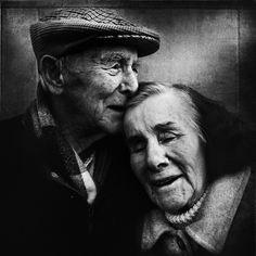 Découvrez notre sélection : ce 12/07/16, la photo mise en avant est un portrait de vieux couple amoureux par le photographe Lee Jeffries... Bonne journée !
