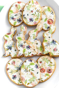 Floral Bunny and Easter Egg Sugar Cookies - A watercolor print wafer paper is used to create these elegant Easter treats. Easy Sugar Cookies, Fancy Cookies, Cut Out Cookies, Iced Cookies, Easter Cookies, Royal Icing Cookies, Heart Cookies, Valentine Cookies, Birthday Cookies