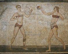 ******** Ragazze che giocano a palla, particolare dal mosaico delle Dieci Ragazze, Villa romana del Casale (Patrimonio dell'Umanità UNESCO, 1997), Piazza Armerina, Sicilia. Civiltà romana, IV secolo.