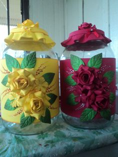 Discover thousands of images about Herthal art's: vidros grandes decorados com e. Ceramic Flowers, Clay Flowers, Paper Flowers, Foam Crafts, Diy And Crafts, Shabby Chic Kitchen Accessories, Clay Jar, Clay Design, Clay Animals