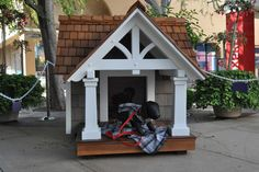 ) made of cedar shingle siding and ipe wood flooring It's big enough for one large dog or two small ones to snooze inside or take in the surroundings while standing watch. Dog House Bed, Dog House Plans, Cool Dog Houses, Play Houses, Large Dogs, Small Dogs, Dog Mansion, Cedar Shingle Siding, Dog Yard