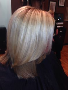 Love her blonde hair! Glimmersalon.net
