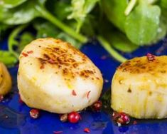 Noix de St Jacques citronnées au gingembre aphrodisiaque : http://www.fourchette-et-bikini.fr/recettes/recettes-minceur/noix-de-st-jacques-citronnees-au-gingembre-aphrodisiaque.html