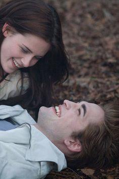 "You Were Like My Own Brand of Herion"" Edward Cullan Twilight Saga Film Twilight, Twilight Bella And Edward, Twilight Quotes, Twilight Saga Series, Twilight Cast, Edward Bella, Twilight New Moon, Twilight Pictures, Twilight Videos"